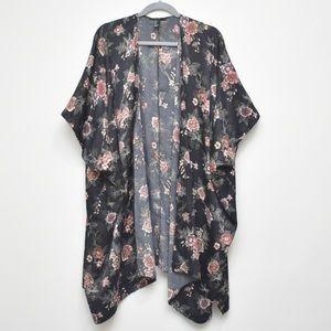 FOREVER 21 Black Floral Kimono Size Large